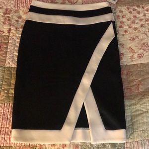 Slim fitting Black and white pencil skirt